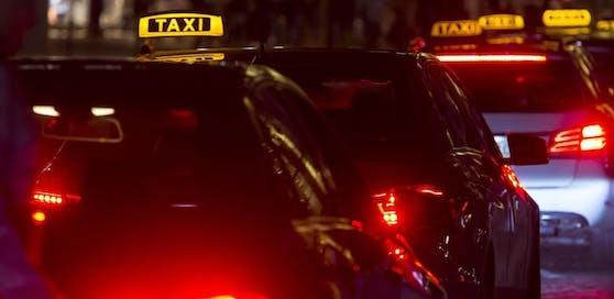 Der verletzte Taxifahrer wurde in das Klinikum Klagenfurt gebracht