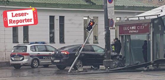 Schwerer Crash bei der Lugner City in Wien.