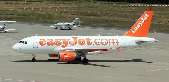 Eine Passagiermaschine der britischen Fluglinie Easyjet musste in Köln wegen Terrorverdacht zwischenlanden. (Symbolbild)