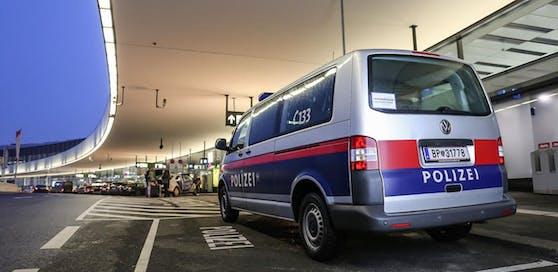 Polizei am Flughafen Wien-Schwechat.