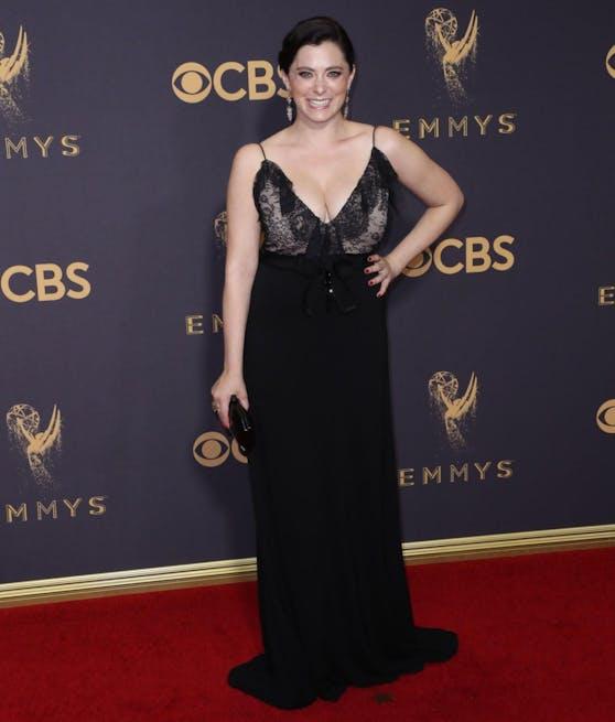Rachel Bloom in ihrem gekauften Kleid von Gucci.