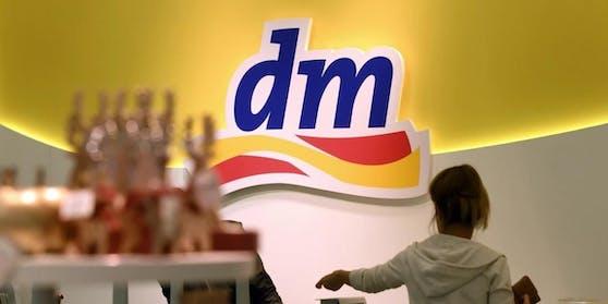"""dm ist """"der beliebteste Händler 2021""""."""