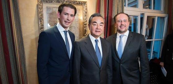 Bundeskanzler Sebastian Kurz, der chinesischen Außenminister Wang Yi und Österreichs Außenminister Alexander Schallenberg bei der 56. Münchner Sicherheitskonferenz