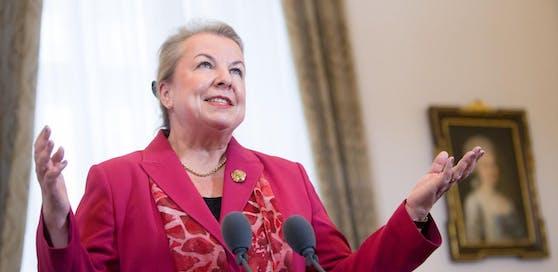 Gesundheitsministerin Beate Hartinger-Klein (FPÖ) musste sich auch heute wieder schwere Kritik aus dem Lager der Opposition anhören.