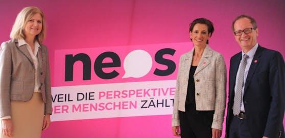 Die Neos starten in den Wahlkampf: Edith Kollermann, Listenerste Indra Collini und Helmut Hofer-Gruber (v.li.)