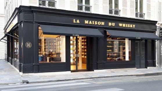 """Tatort: Die Diebe brachen in das Pariser Luxusgeschäft """"La Maison du Whisky"""" ein, stahlen Flaschen um 700.000 Euro."""