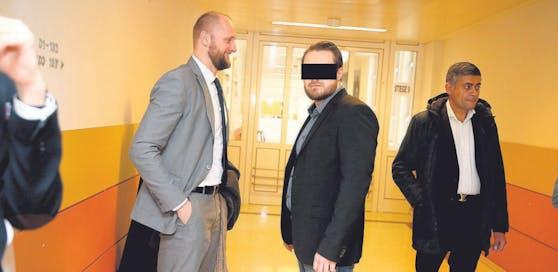 Anwalt Kreiner mit dem Angeklagten Michael T.