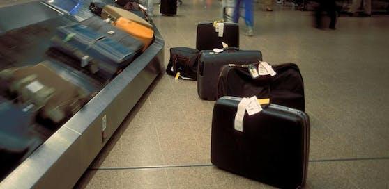Symbolbild: Gepäckband eines Flughafens