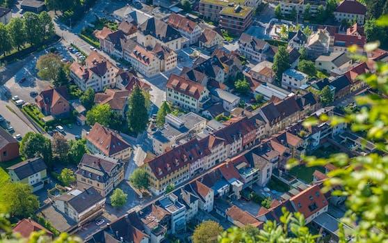 Das Stadtzentrum von Hohenems mit Marktstraße und Jüdischem Viertel.