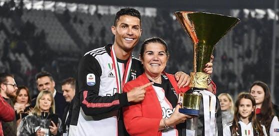 Cristiano Ronaldo mit seiner Mutter Dolores Aveiro