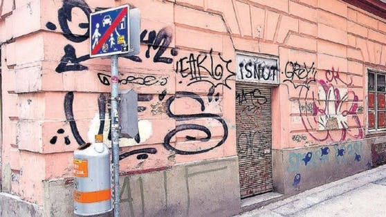 Alles andere als Straßenkunst sind die Graffitis auf Wiens Hausmauern. Vor allem in Wieden treiben wenig talentierte Sprayer derzeit ihr Unwesen.