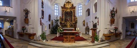 Der 22-Jährige wurde von einem Polizisten erwischt, wie er sich auf dem Altar der Pfarrkirche in Aschach Speed durch die Nase zog.