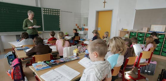 Bürgermeister Thomas Ram hat angeordnet, dass die Kreuze in den Klassenräumen wieder aufgehängt werden (Symbolbild).