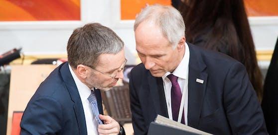 Innenminister Herbert Kickl (FPÖ) und sein Generalsekretär Peter Goldgruber, der am Dienstag den Abgeordneten im U-Ausschuss Rede und Antwort stehen wird müssen.