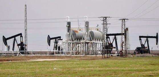 Die Terrormiliz IS und die Mafia machen dicke Geschäfte mit dem Öl.