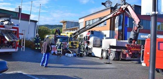 Die Flüssigkeiten mussten von den Feuerwehren gebunden werden.