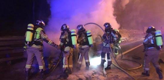 DIe Feuerwehr löschte unter Atemschutz.