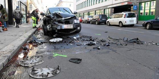 Der Unfall in der Mozartstraße forderte zwei Verletzte.