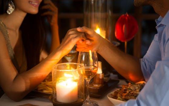 Ein Candlelight-Dinner - normalerweise der Inbegriff der Romantik.