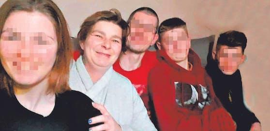 Mama Sylvia G. (33) kurz vor ihrem Tod mit Mann Mario G. (37) und den Kindern Ashley (15), Steven (14) und Kevin (13).