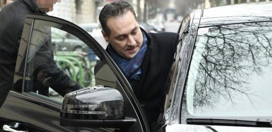 Strache soll auch die Taxi-Rechnungen seiner Familie an die FPÖ abgewälzt haben.