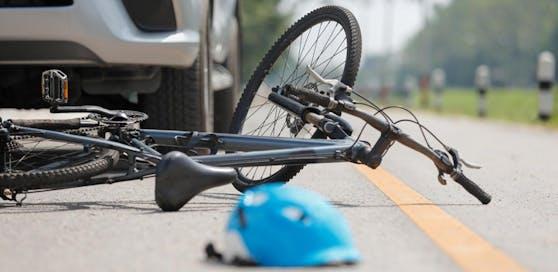 Eine 14-Jährige wurde von dem alkoholisierten Lenker erfasst, sie wurde vom E-Bike geschleudert und schwer verletzt.