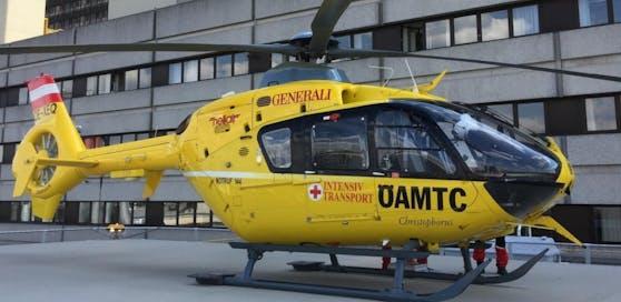 Das Mädchen (3) wurde mit schweren Verbrennungen mit dem Rettungshubschrauber ins Krankenhaus nach Graz geflogen (Symbolfoto).