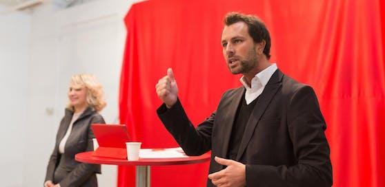 Georg Dornauer (r.) und seine Vorgängerin Elisabeth Blanik während der Präsentation der SPÖ-Kampagne zur Landtagswahl 2018.