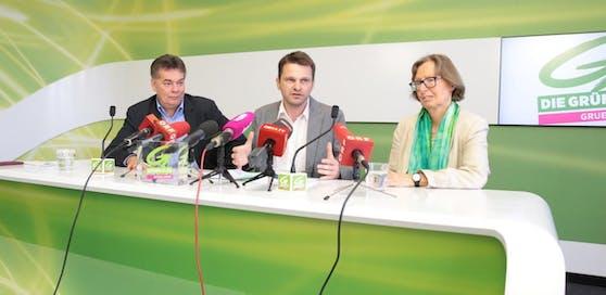 Der neue Klubchef Albert Steinhauser flankiert von seinen Stellvertretern Werner Kogler und Gabriela Moser.