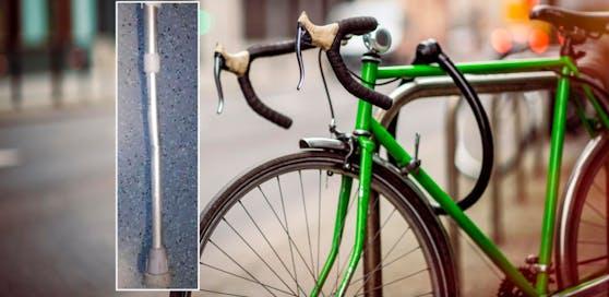 Einer der beiden Männer brach mit einer Krücke das Fahrradschloss auf.