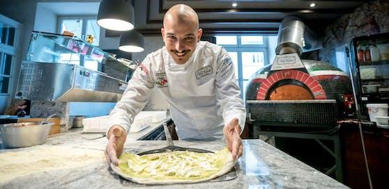 Francesco Calò macht die besten Pizzen in ganz Österreich.