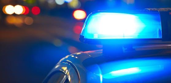 Bei nächtlichen Einsätzen wurden in Wien am Sonntag und Montag gleich fünf Polizisten verletzt.