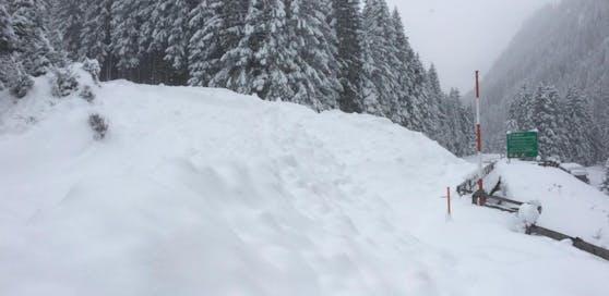 In Tirol drohen Lawinenabgänge. Deshalb wurden einige Straßen gesperrt.