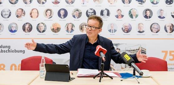 Rudi Anschober stellt seine Forderungen an die neue Übergangsregierung vor. (Foto: Werner Dedl)