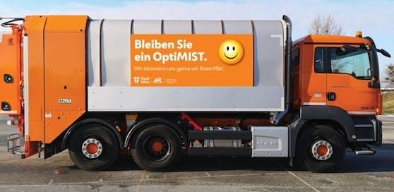 Neuer Spruch auf Müllwägen sorgt für Schmunzeln.