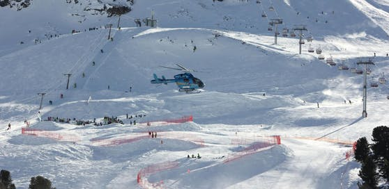 Die verletzte Skifahrerin wurde mit dem Hubschrauber ins Spital geflogen
