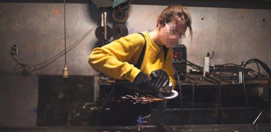 Die Akademikerin bekam keine Schleifmaschine, weil sie Polin ist.