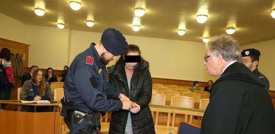 Die Verdächtige (54) am Montag vor Gericht.