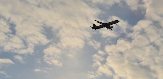 Flugzeug (Symbolbild)