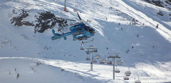 Bei dem Skiunfall kam auch ein Rettungshubschrauber zum Einsatz. (Symbol)