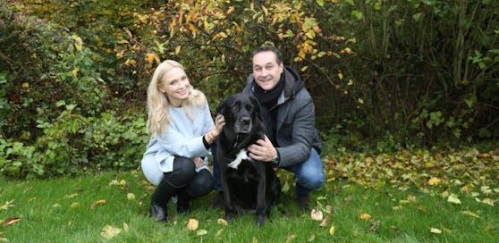 Versteht Proll: Philippa Strache mit Ehemann Heinz-Christian und Hündin Odi