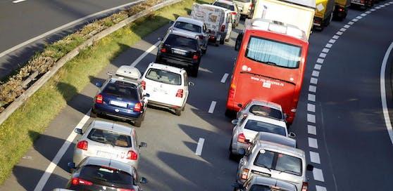 Am Donnerstag wird nach dem Feiertag und aufgrund des Ferienendes in Bayern mehr Verkehr erwartet. (Symbolfoto)