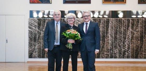 Franz Dobusch (li.) und Klaus Luger (im Bild mit der Malerin Susanne Purviance) sind unterschiedlicher Meinung.