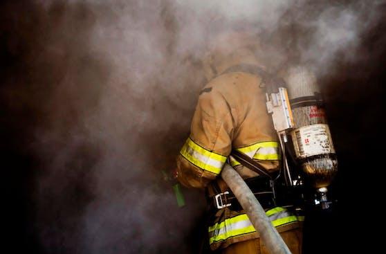 Die Feuerwehr rückte aus und rettete die Fahrgäste aus dem U-Bahn-Tunnel.