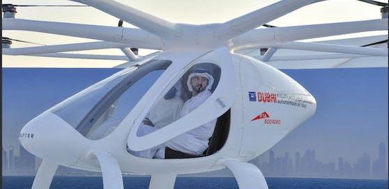 Dubais Kronprinz ScheichHamdan bin Mohammed bin Rashid Al Maktoum im selbstfliegenden Taxi  abgehoben ist er aber nicht.