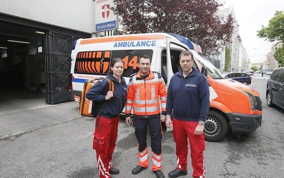 Die drei Sanitäter Barbara W. (30), Patrick S. (31) und Steffen J. (42) wurden Opfer einer Säure-Attacke.