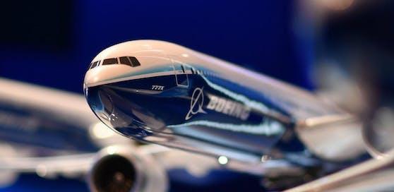 Ein Modell der Boeing 777X bei der Londoner Farnborough Airshow