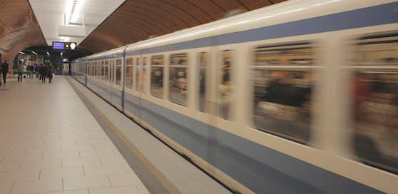 Die beiden Jugendlichen wurde in einer U-Bahn in München begrapscht