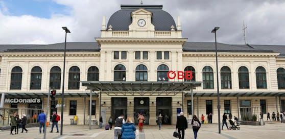 Am Bahnhof war das Quartett aktiv.