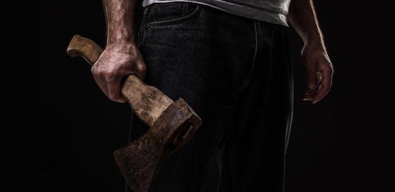 Der 60-Jährige bedrohte seinen Nachbar mit einer Axt